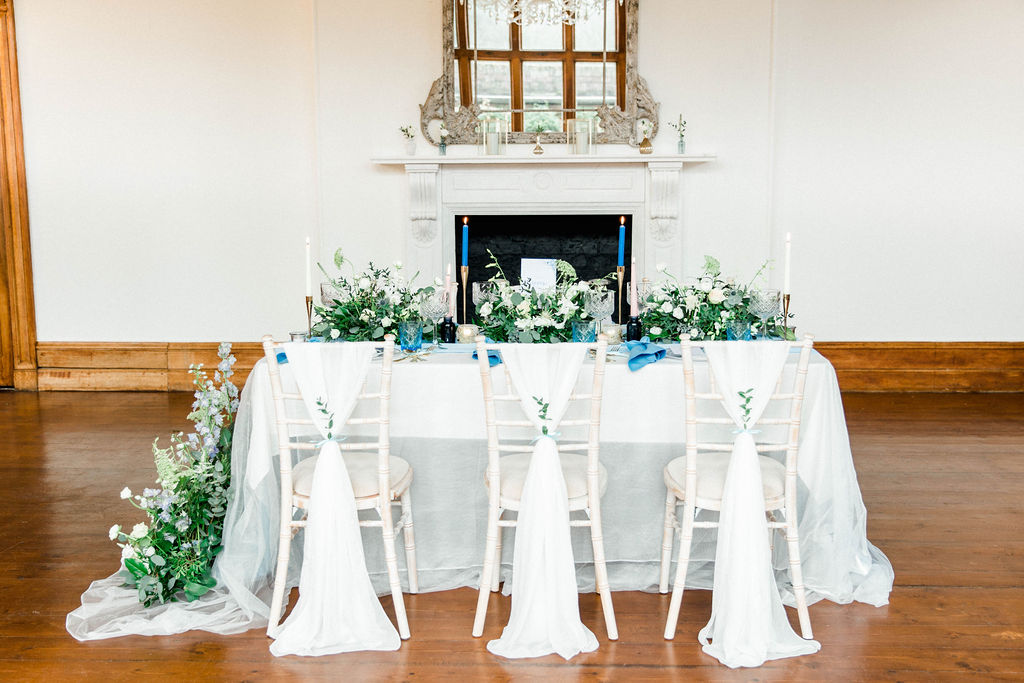 wedding table scape inspiration in blue colour tones