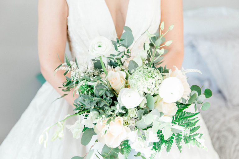 fresh and elegant white bridal bouquet inspiration