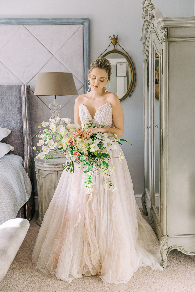 the bride portraits holding flowers