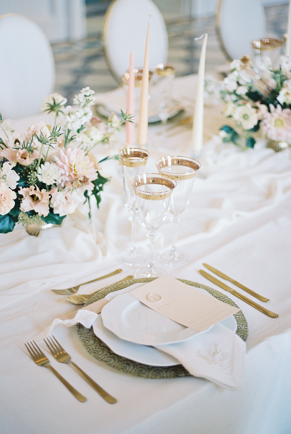 table setting for romantic and luxury wedding